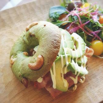 アボカドきんぴらベーコンのべーグルサンドウィッチ 画像1