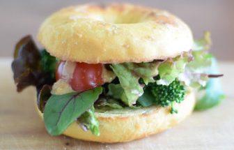 カレー風味のピーナッツ味噌ソース 野菜だけサンドウィッチ