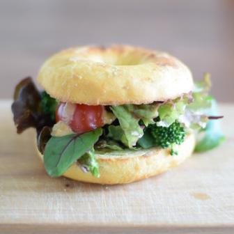 カレー風味のピーナッツ味噌ソース 野菜だけサンドウィッチ 画像1
