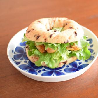 鶏肉のジンジャーマーマレードの チョコベーグルサンド 画像2