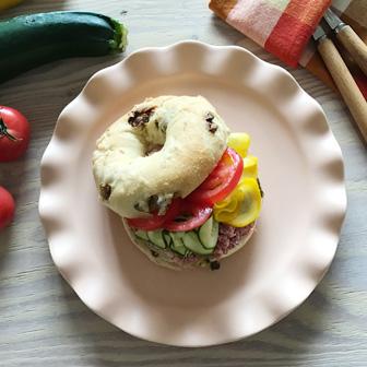 カラフルズッキーニとトマトのコンビーフサンド 画像1