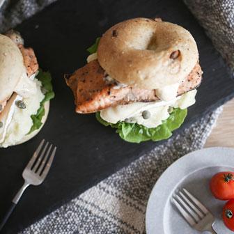 鮭のムニエルとカマンベールチーズのタルタルソース添え 画像1