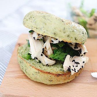 鶏と小松菜の中華風グリーンベーグル 画像1