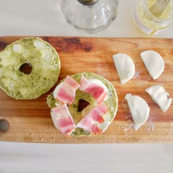モッツァレラとりんごのもちもち蒸しベーグル 画像3