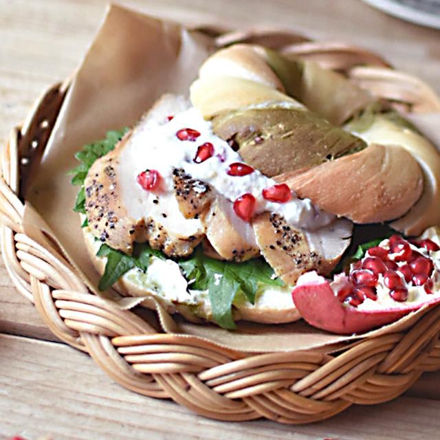 スキレッドでつくる!スモークチキンとザクロのベーグルサンドウィッチ 画像3