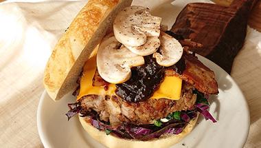 マッシュルームたっぷりハンバーグ  |  ベーグルレシピ