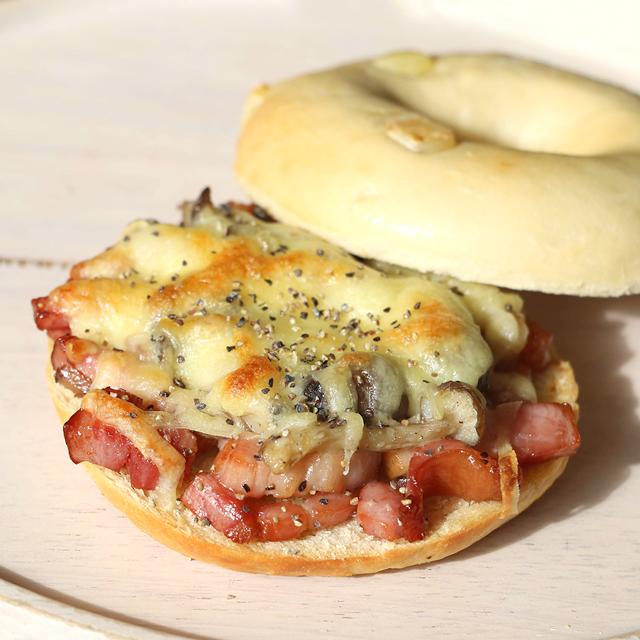 ベーコンきのこチーズがけサンドウィッチ 画像1